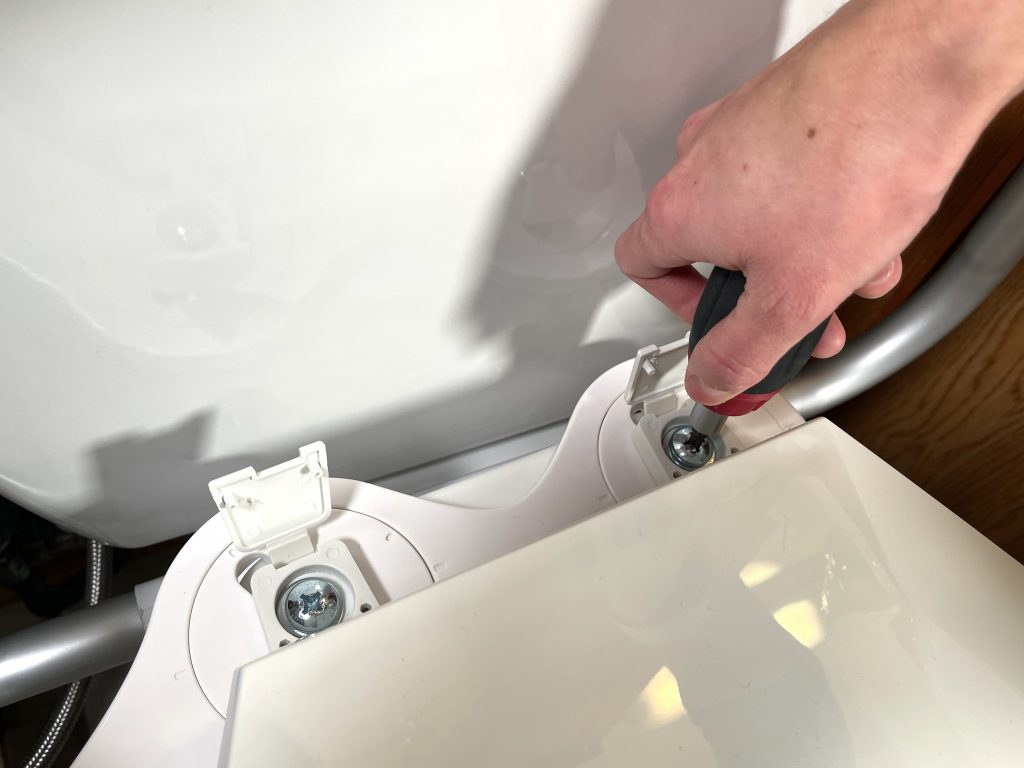 Tighten the mounting bolts on the toilet seat